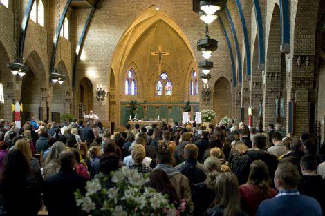Poolstalige vieringen met Pasen in parochiekerk van Honselersdijk